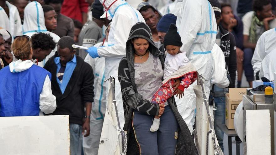 Sicilia ordena evacuar los centros de inmigrantes