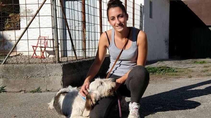 El albergue de Aller ya denuncia los abandonos tras hallar un perro en la puerta