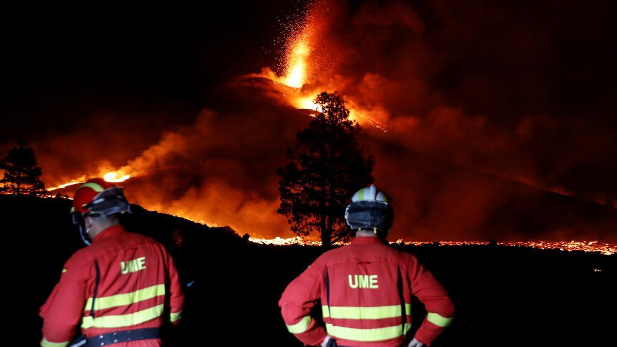La UME vigila el volcán de La Palma