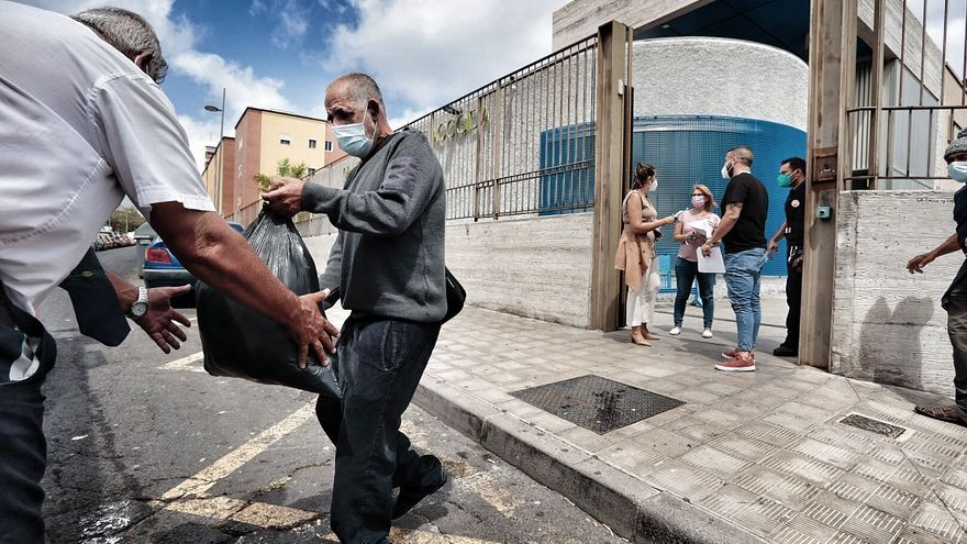Ocho casos de Covid obligan a desalojar el Albergue Municipal de Santa Cruz