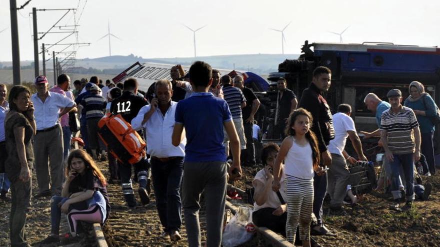 Suben a 24 los muertos en el accidente de tren de Turquía