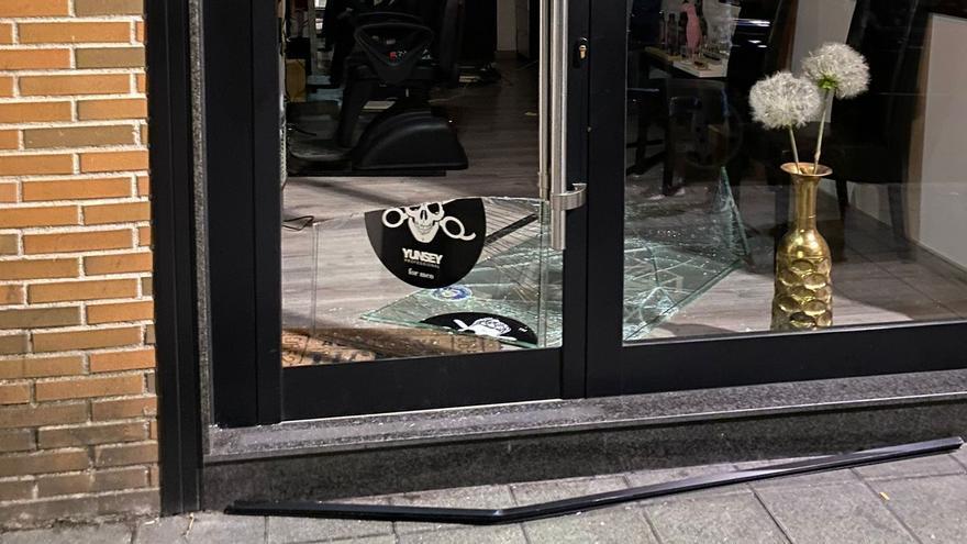 Los comercios y bares de Sama alertan de una ola de robos y piden más vigilancia