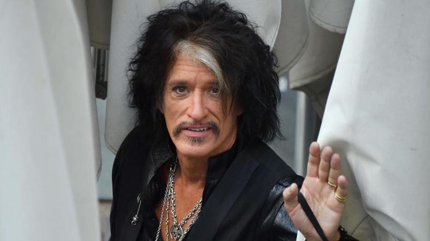 Joe Perry, guitarrista de Aerosmith, hospitalizado tras desmayarse en un concierto