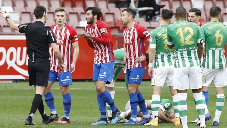 "Debate arbitral sobre el posible penalti del Betis al Sporting: ""Es interpretable"""