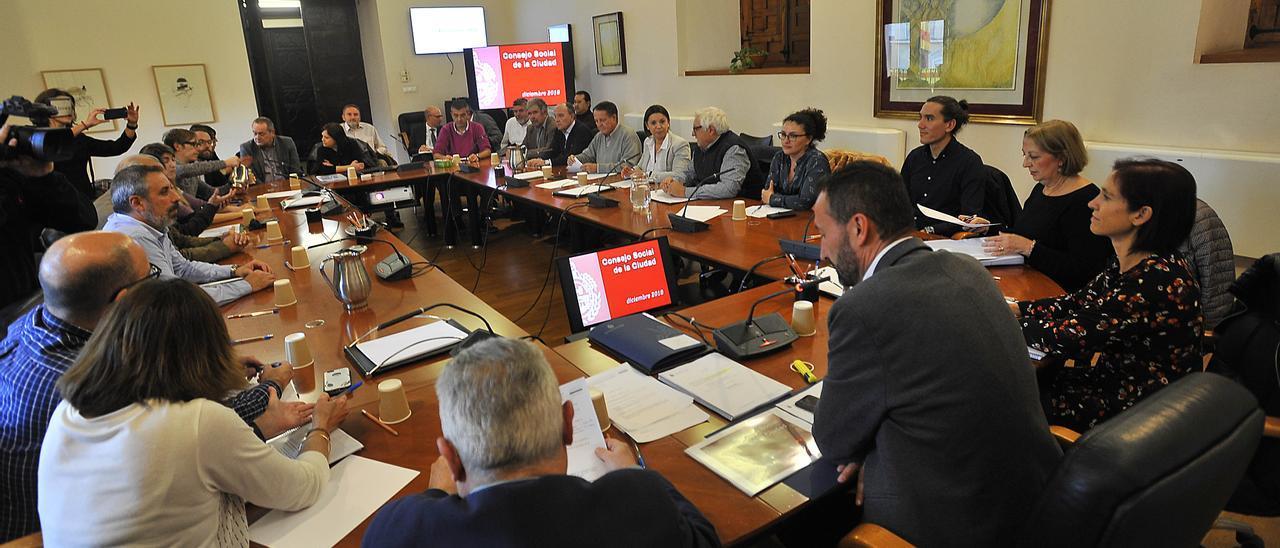Reunión del Consejo Social de la Ciudad de Elche, en imagen de archivo