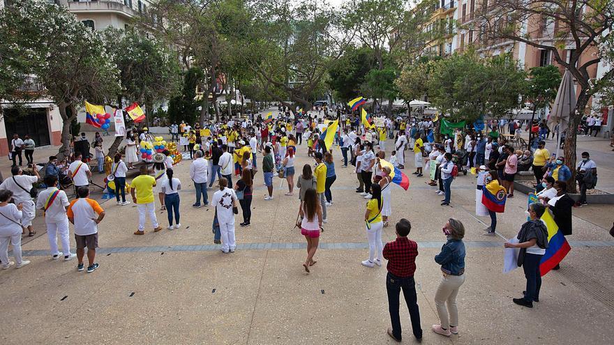 Luto por Colombia en las Pitiusas