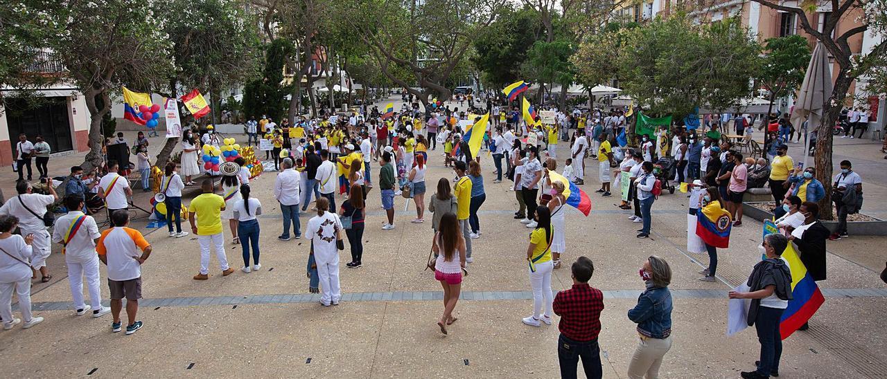 Las concentraciones por la paz en Colombia tuvieron lugar ayer en Eivissa y Formentera. | VICENT MARÍ/C.C.