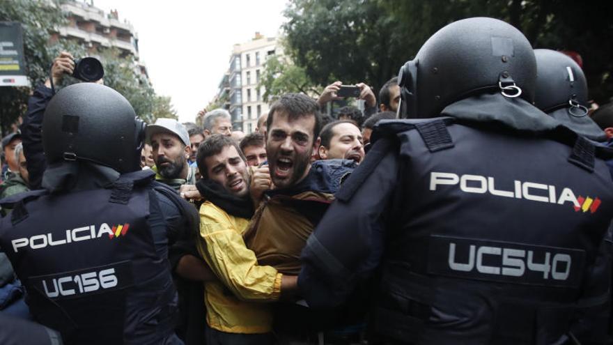 El Ayuntamiento de Barcelona, expulsado de la causa que investiga cargas del 1-O