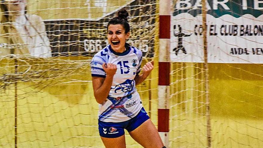 Eva Márquez celebra un gol del Salud Tenerife.