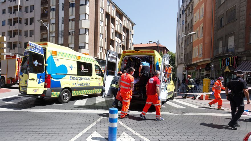 Un vehículo en dirección contraria causa un atropello múltiple con tres heridos graves en una terraza de Ponferrada