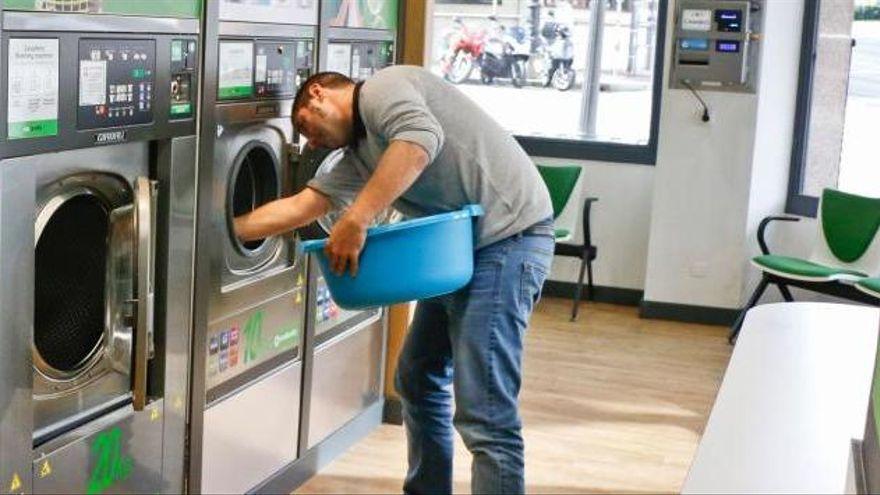 El objeto que tienes que meter en la lavadora para sacar los pelos de mascota de la ropa