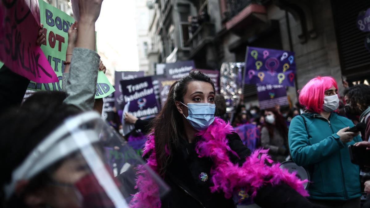 Manifestaciones del 8M en Estambul.