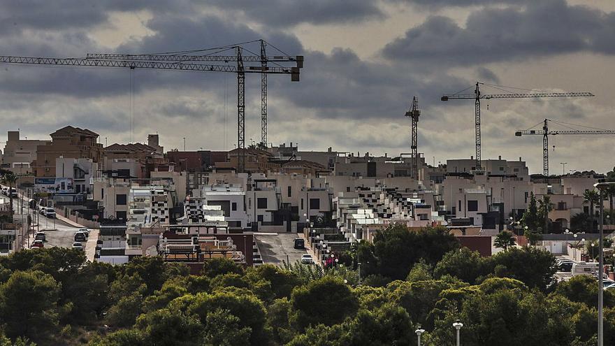 La construcción supera en un 30% las cifras prepandemia por el tirón de la costa
