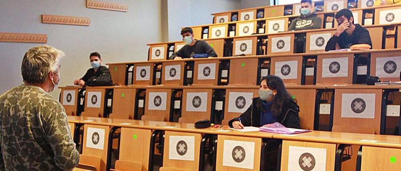 Imagen de archivo de clases en un campus.