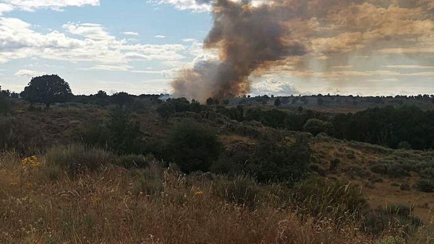 Un rayo origina un incendio en Villardeciervos