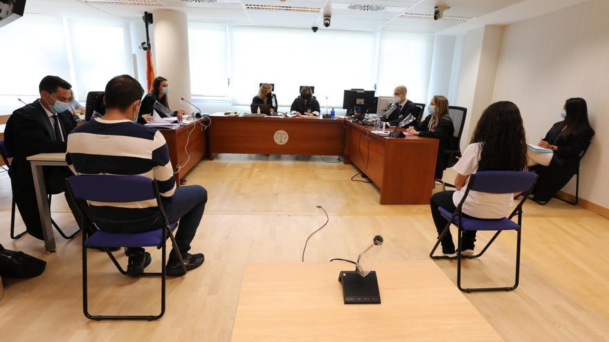 Condenan a prisión permanente revisable a los padres acusados de asesinar a su hijo en Elche