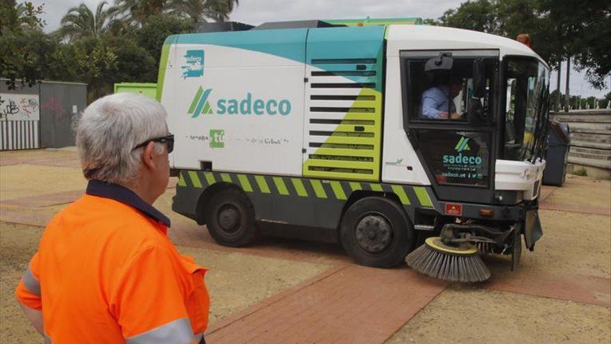 Sadeco refuerza los servicios de recogida e inspección en la periferia ante el incremento de cordobeses en estas zonas
