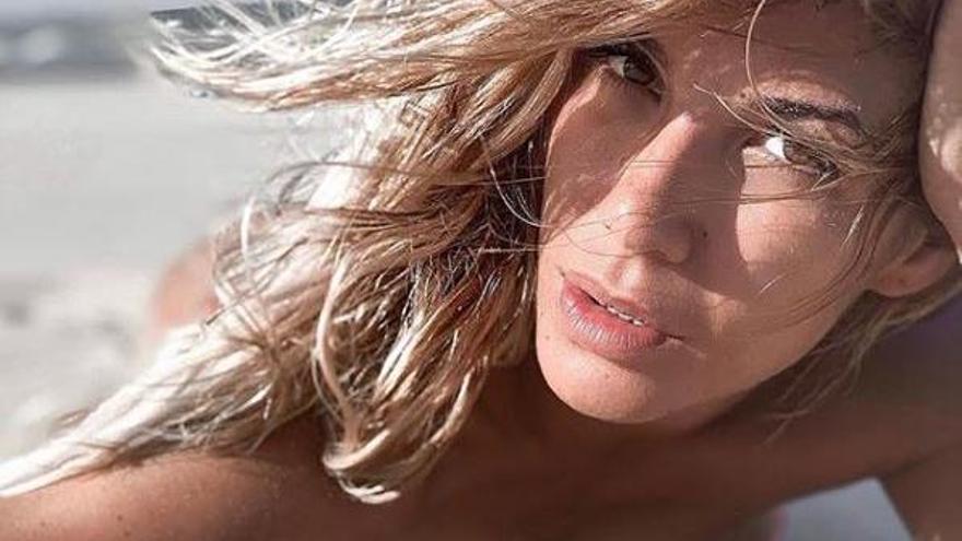El posado más 'natural' de Tamara Gorro en la playa