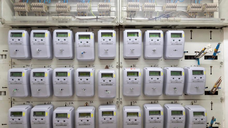 El precio de la luz encadena tres días a la baja y se paga a 128,70 euros
