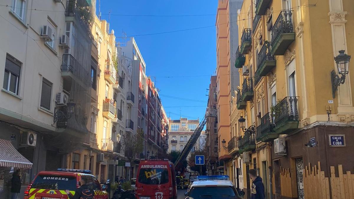 Incendio en una vivienda de la calle Buenos Aires de València