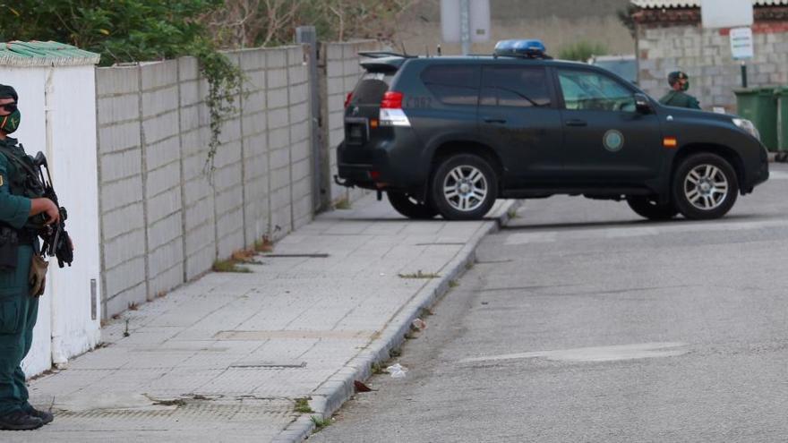 Los 'narcos' de Gibraltar vuelven a embestir a un vehículo de la Guardia Civil