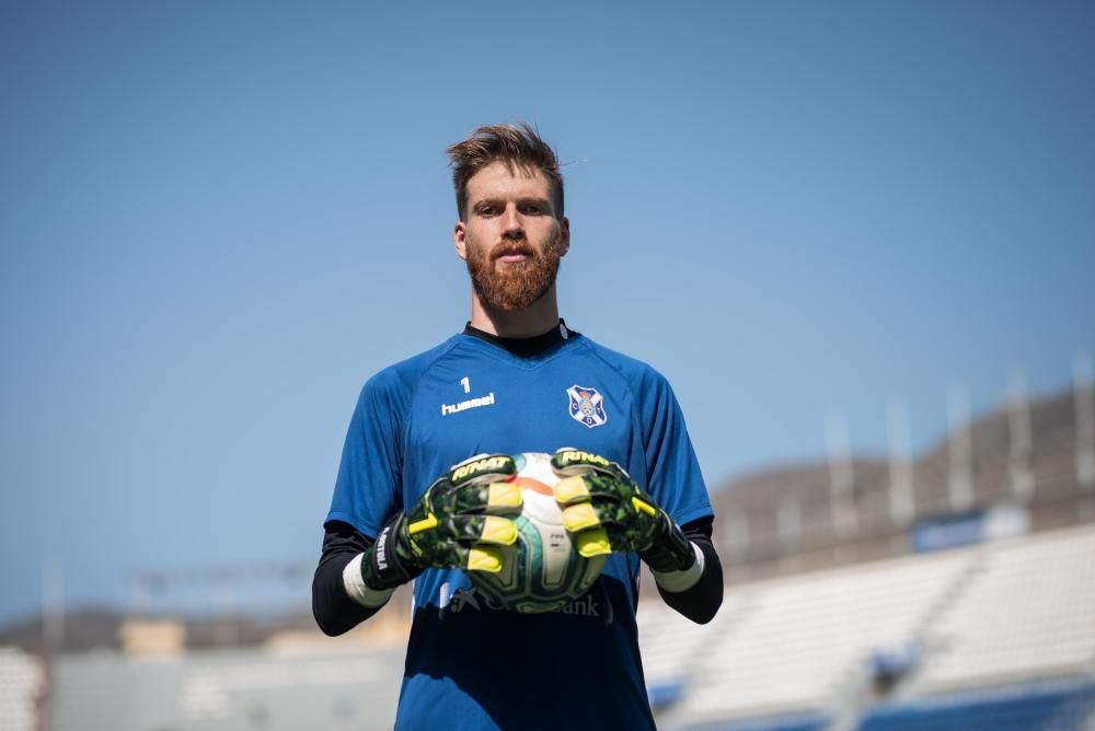 Adrián Ortolá, portero del CD Tenerife