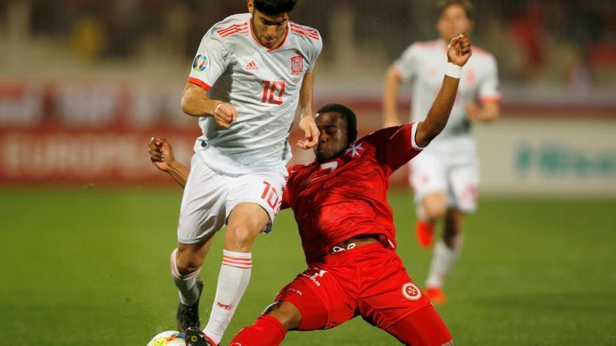 España gana a Malta con dos goles de Morata y el debú del valenciano Bernat