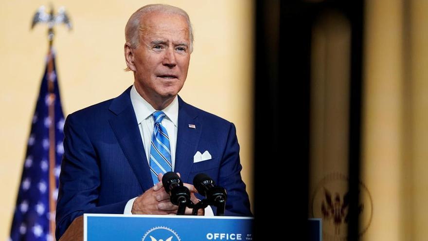 Joe Biden se fractura el empeine jugando con su perro