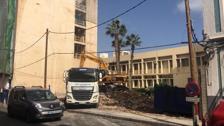 Demolición del primer grupo de viviendas en Molino de Viento