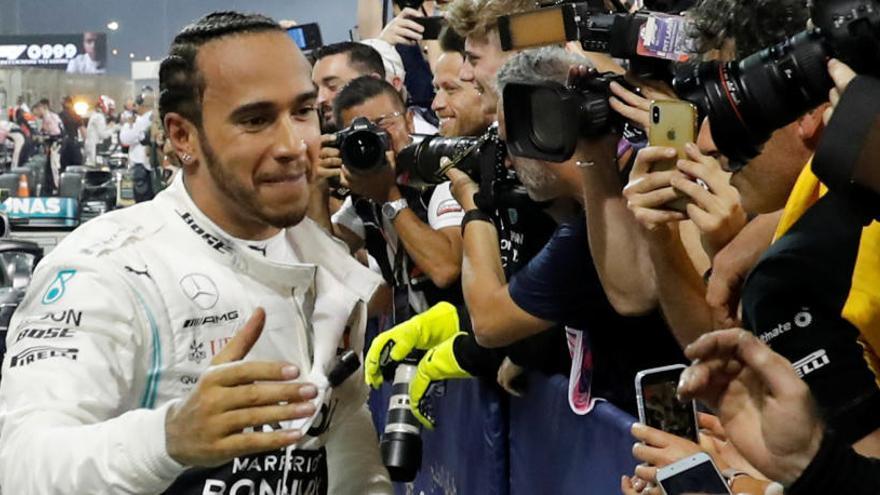 Hamilton guanya a Baréin