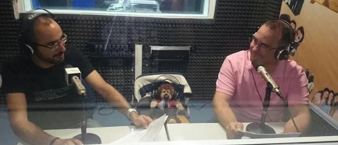 Pere y Juan Carlos García, grabando su podcast.