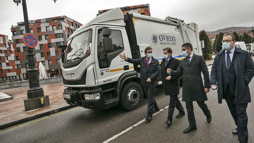 Oviedo recupera la recogida de basuras los festivos tras una década de recortes