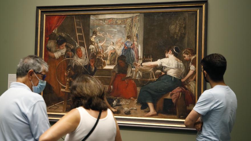 'Las Hilanderas' se exhibe por primera vez en el Prado tal como lo pintó Velázquez