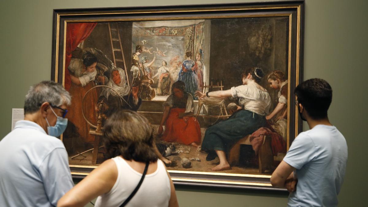 'Las Hilanderas', por primera vez en el Prado tal como lo pintó Velázquez.