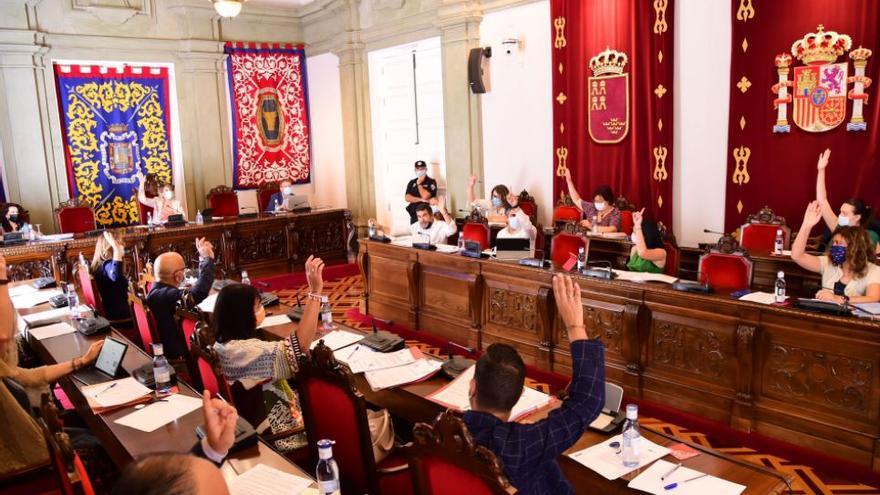Aprobado por unanimidad en el pleno el título de hija adoptiva de Cartagena a María Dueñas