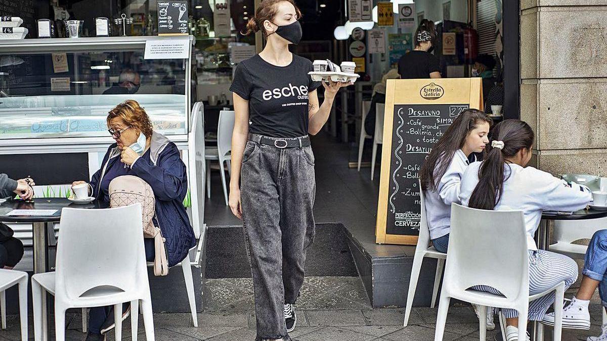 Cafeterías como la Escher, en Progreso, salvan las restricciones con el café para llevar.