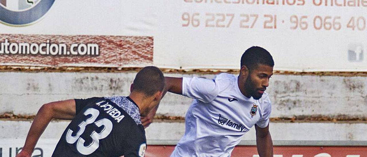 Miki, autor del gol del Olímpic, en un partido en la Murta. | PERALES IBORRA