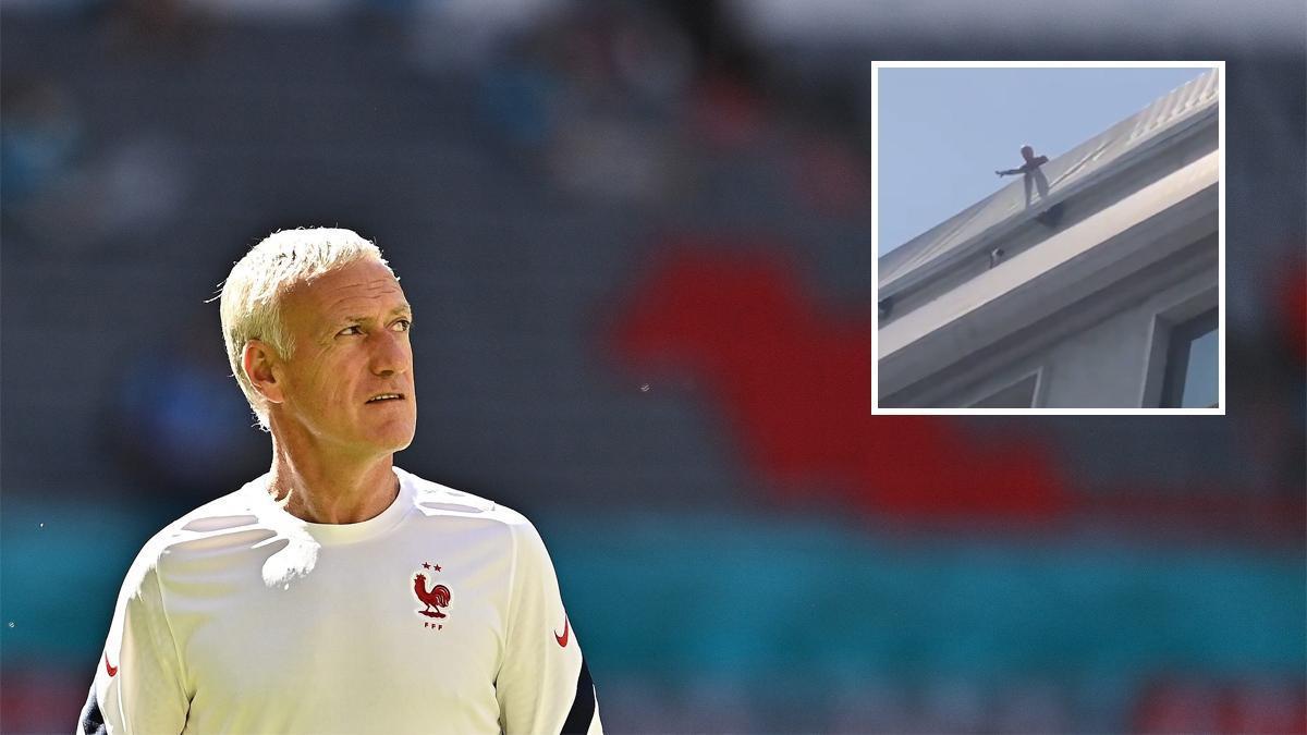 Didier Deschamps, junto a una imagen de vídeo en la terraza de su hotel.