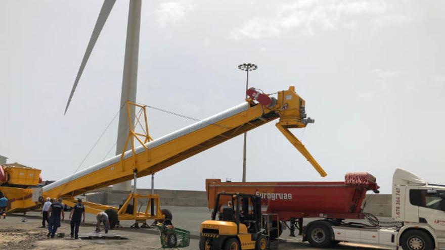 El Puerto de Arinaga cuenta con un nuevo servicio de carga de áridos en los barcos