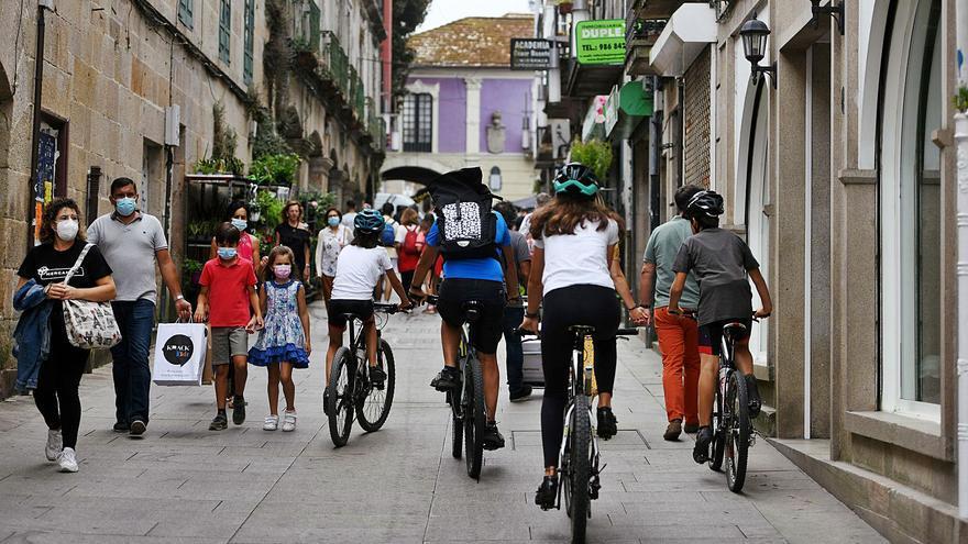 Tres brotes en Pontevedra y uno en Caldas frenan la caída de casos COVID en el área