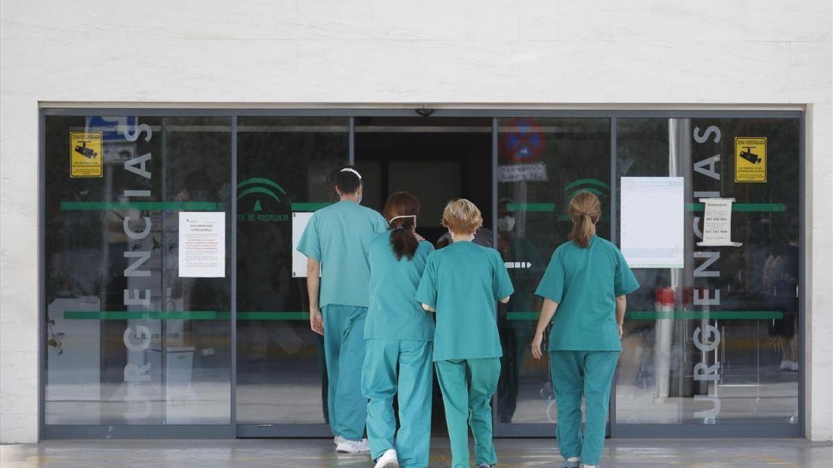 Sanitarios del Hospital Reina Sofía.