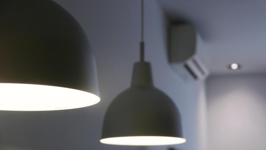 Facua calcula que la factura mitjana de la llum d'agost serà la més cara de la història