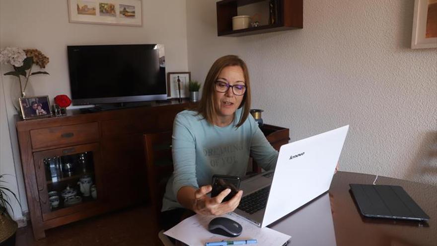 """Carmen Laín, maestra de Primaria: """"La escuela no cabe en una pantalla de ordenador"""""""