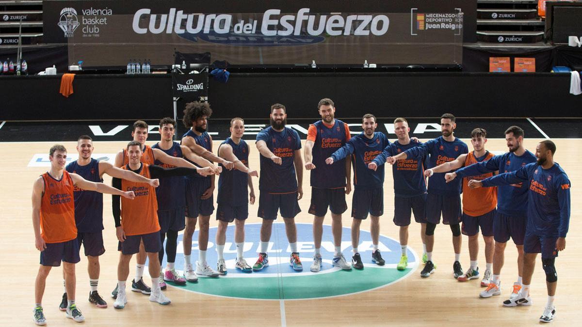 Los jugadores de Valencia Basket posan durante un entrenamiento.