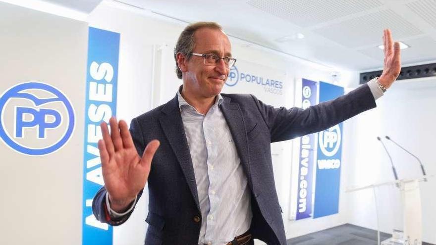 Alonso renuncia a seguir al frente del PP del País Vasco y se va de la política