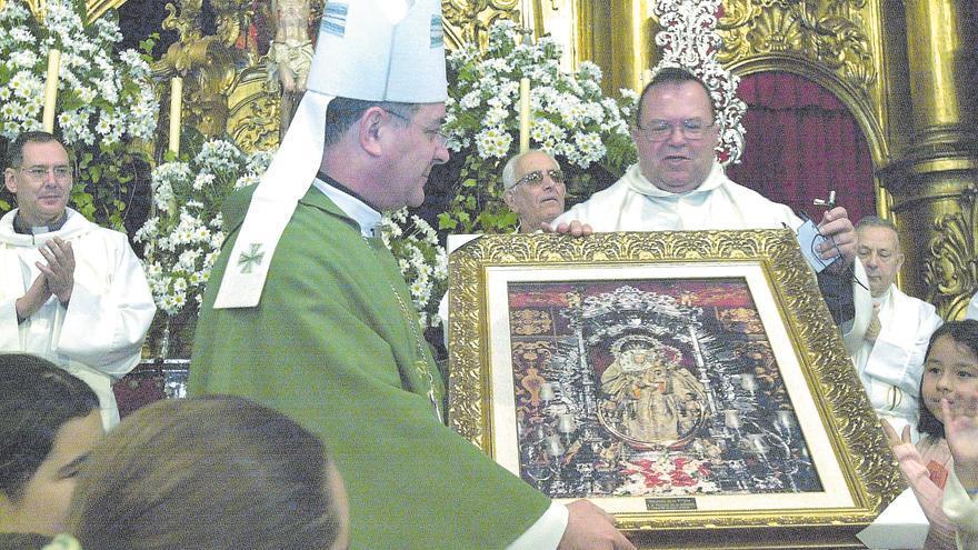 Los obispos entran por la puerta de Teror