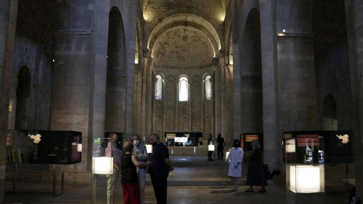 Pla general de l'exposició per commemorar els 175 anys del museu de Sant Pere de Galligants