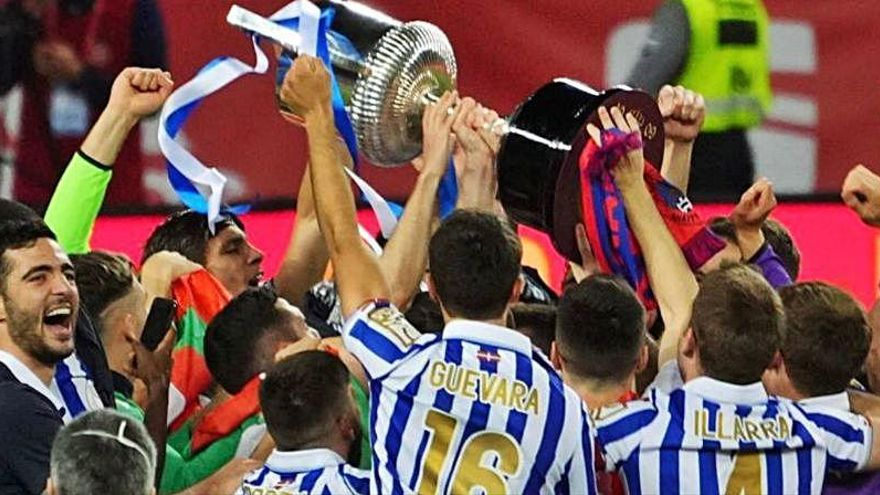 ¡Fallo épico! La Real Sociedad levantó la Copa... con el Valencia CF como campeón
