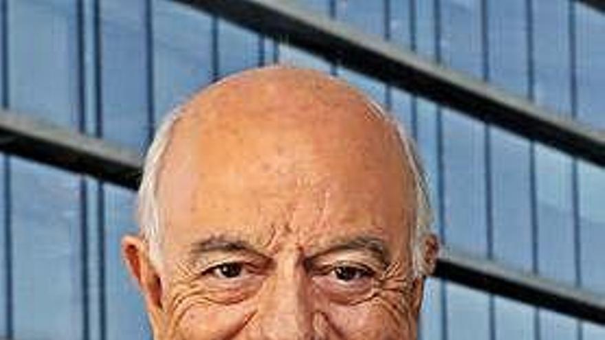 El juez imputa al expresidente del BBVA Francisco González en el 'caso Villarejo'