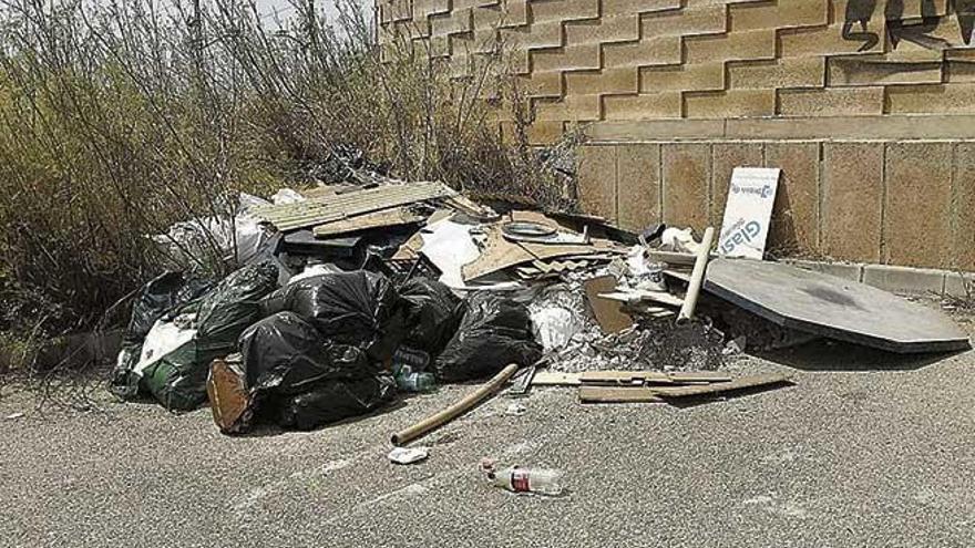 Acumulación de basuras en Son Sardina